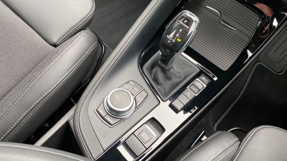 Image 10 - BMW sDrive18i Sport (YH20OYW)