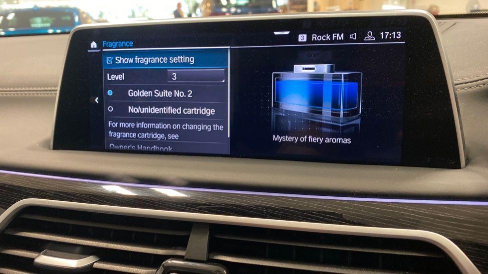Image 34 - BMW 745Le xDrive M Sport Saloon (YG20OWX)