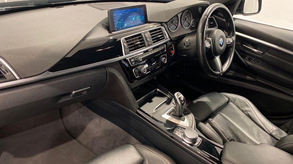 Image 11 - BMW 330d M Sport Saloon (MM17UNE)