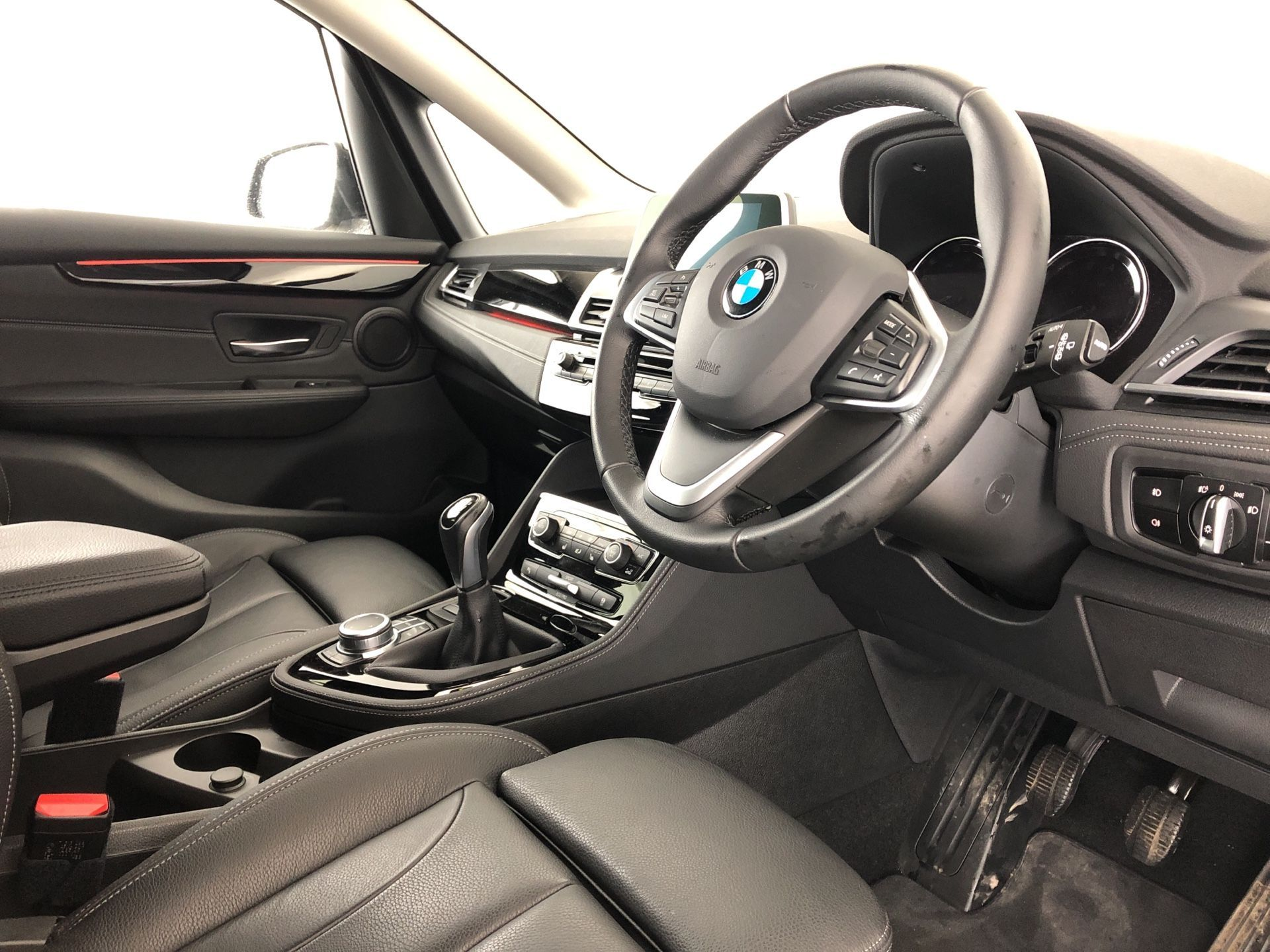 Image 4 - BMW 218i Luxury Active Tourer (YK19SSR)