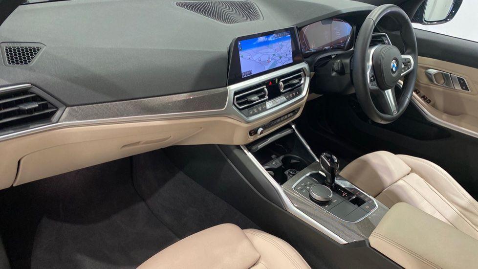Image 11 - BMW 330d M Sport Pro Edition Touring (DE20WAU)