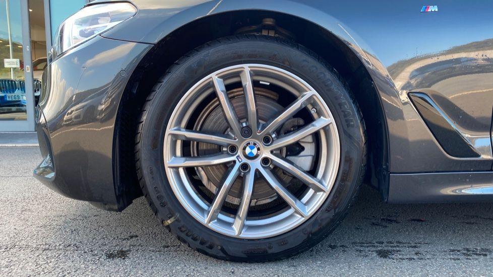 Image 14 - BMW 520i M Sport Saloon (YK69GDN)