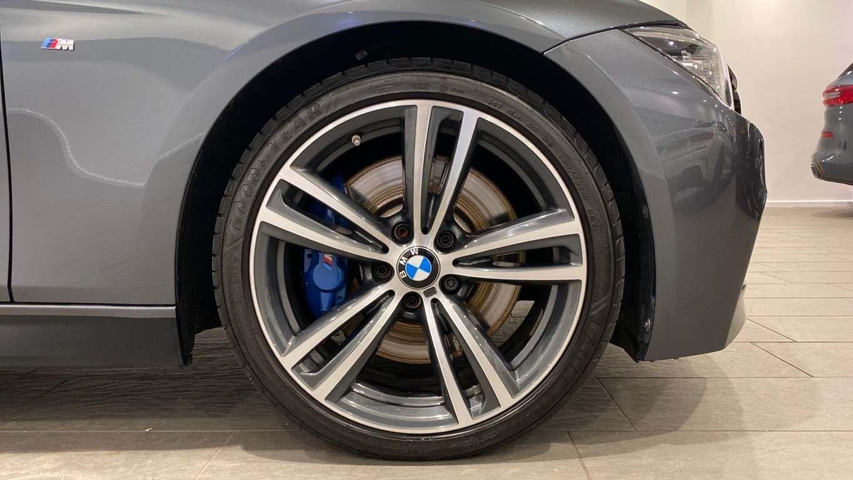 Image 30 - BMW 330d M Sport Saloon (MM17UNE)