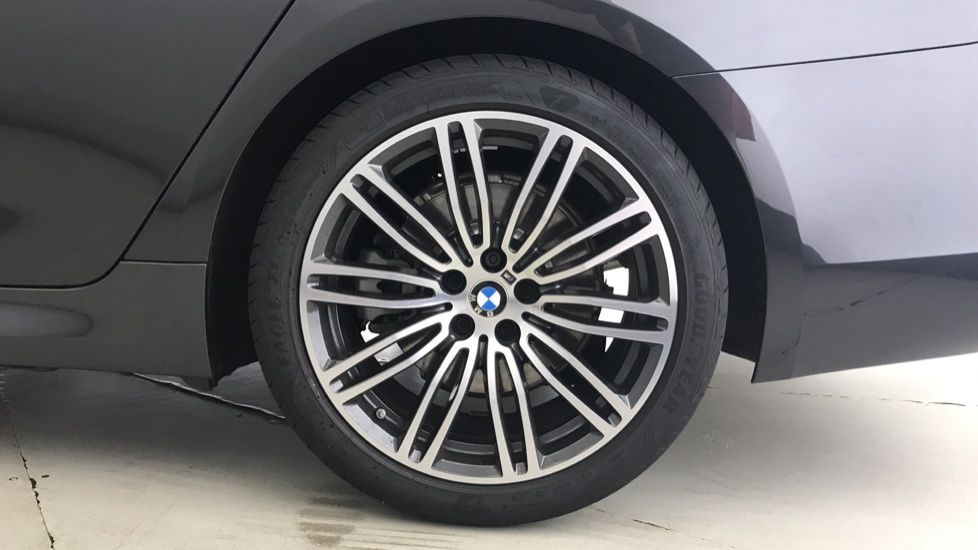 Image 14 - BMW 520d M Sport Touring (YL69UCE)