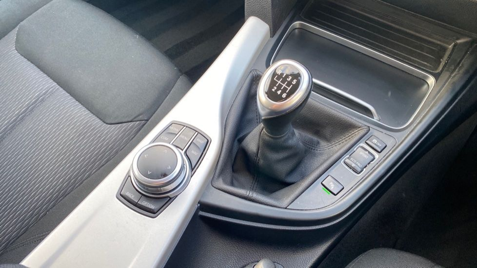 Image 10 - BMW 316d SE Touring (YA18UPK)