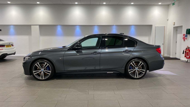 Image 19 - BMW 330d M Sport Saloon (MM17UNE)