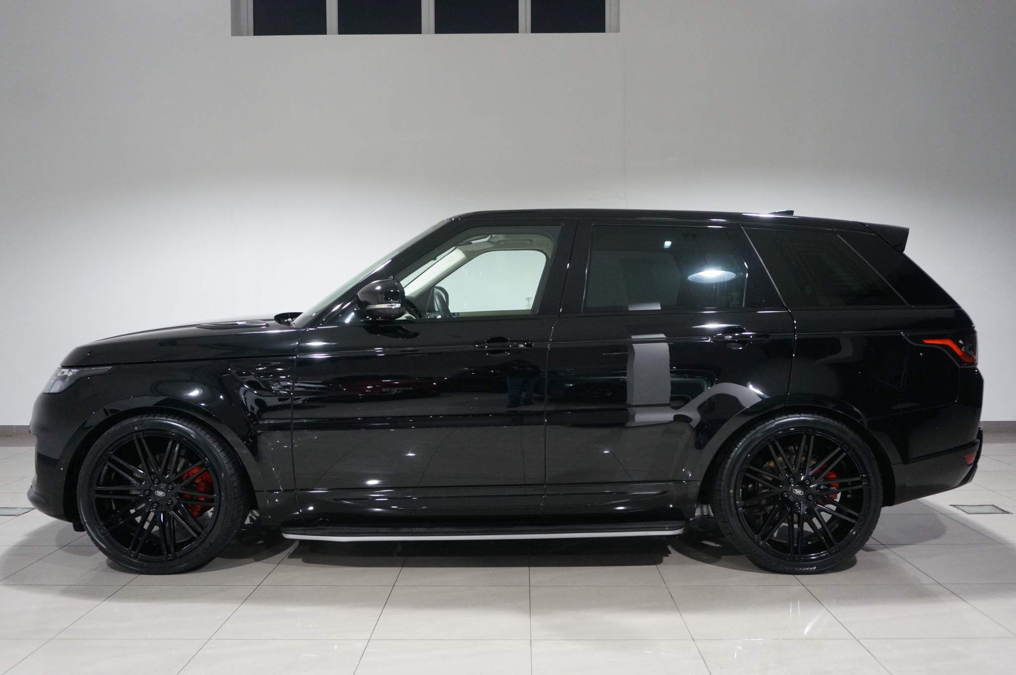 Land Rover Range Rover Sport 3.0 D300 MHEV HSE Silver Auto 4WD (s/s) 5dr