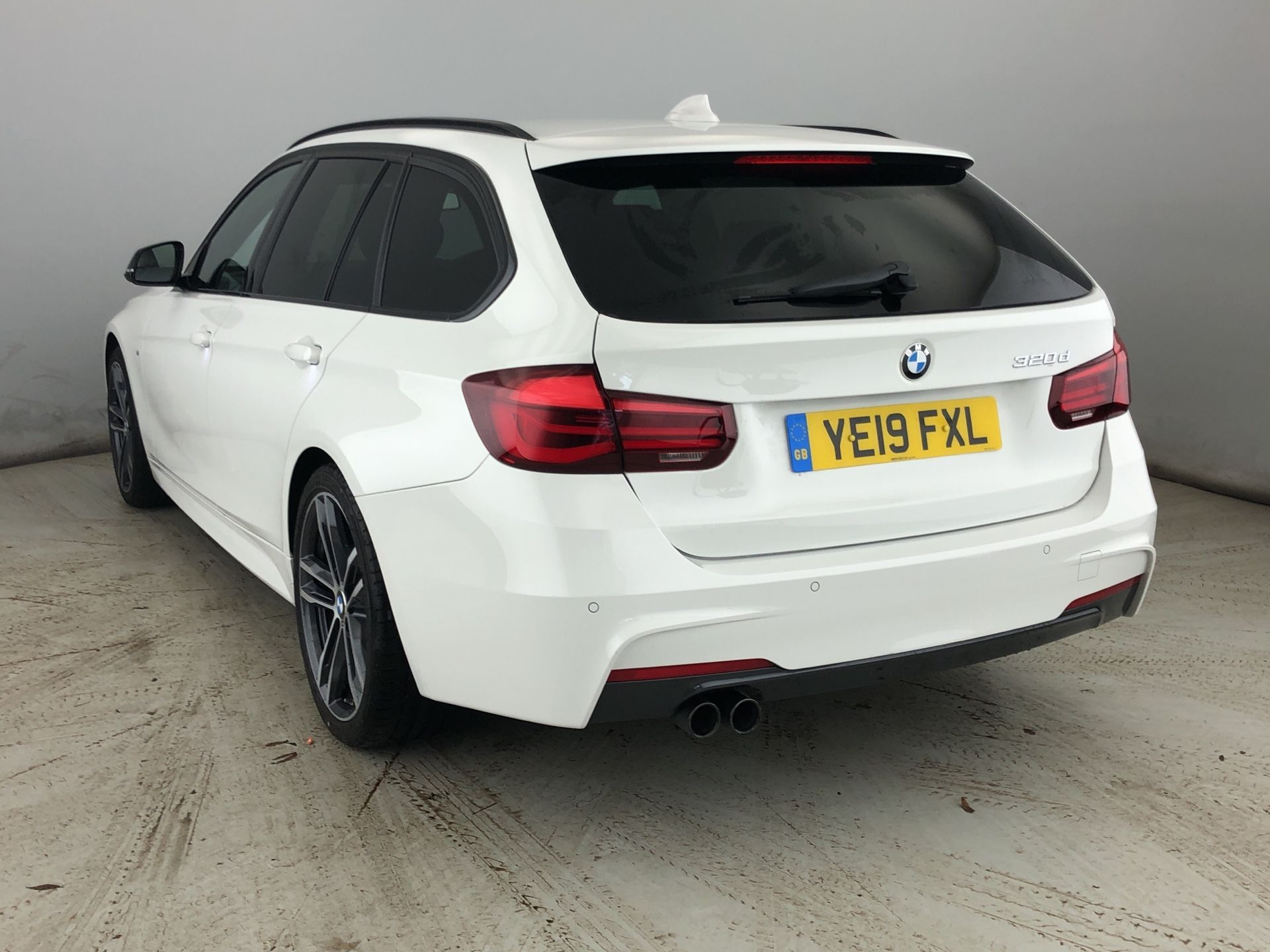 Image 2 - BMW 320d M Sport Shadow Edition Touring (YE19FXL)