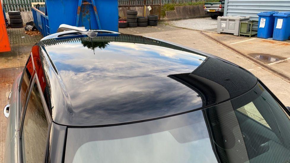 Image 20 - MINI Hatch (YB69YTR)