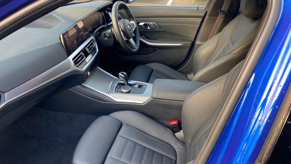 Image 6 - BMW 320d M Sport Saloon (YK69SST)