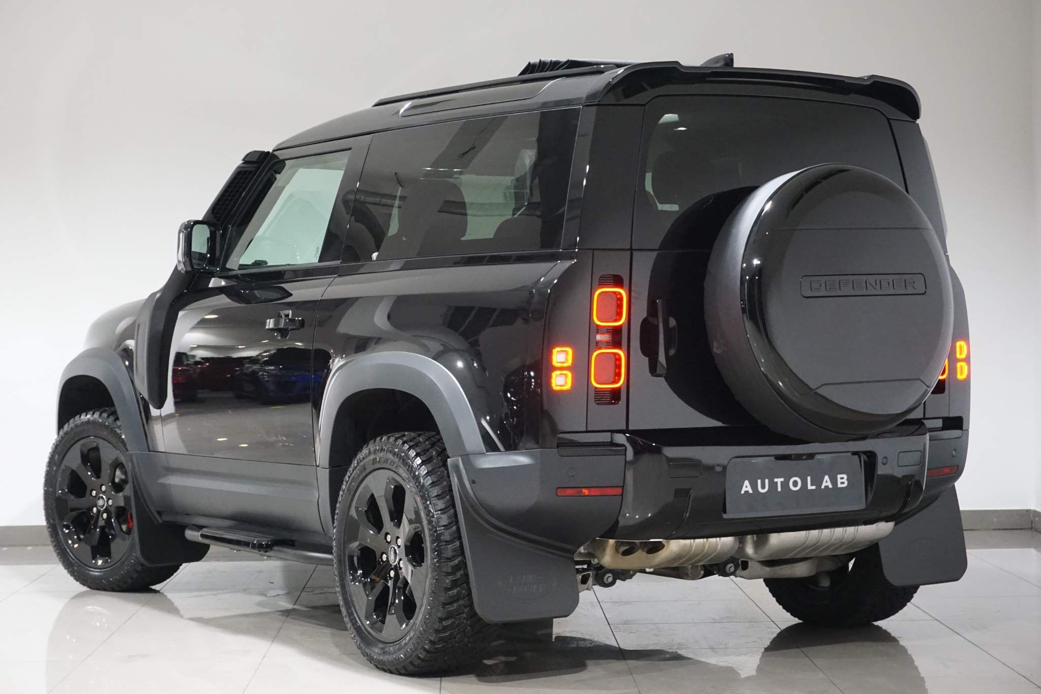 Land Rover Defender 90 3.0 D250 MHEV S Auto 4WD (s/s) 3dr