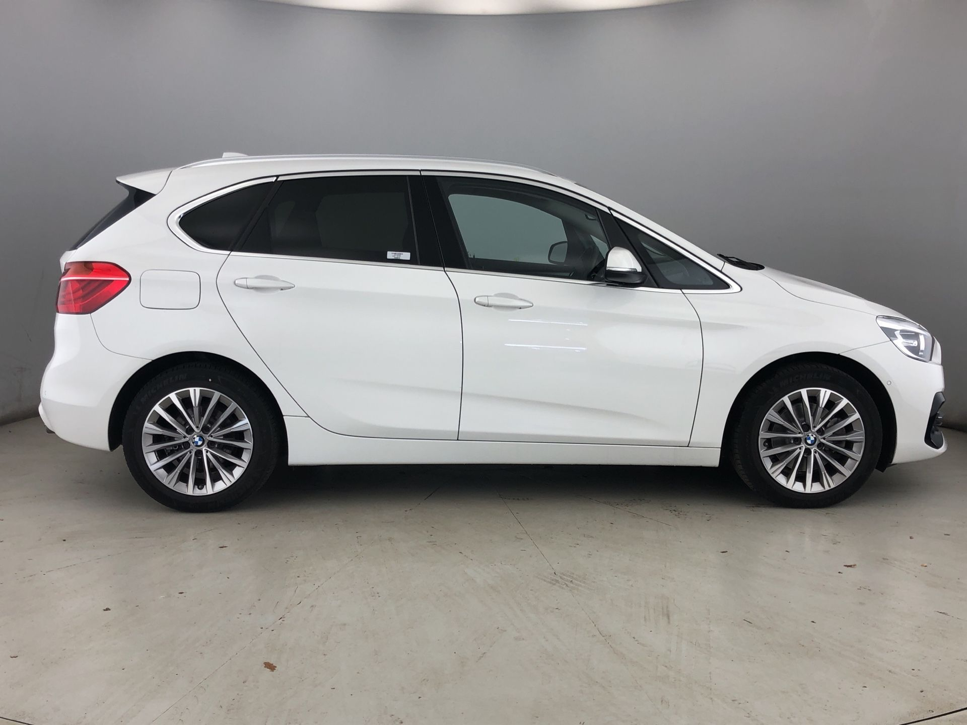 Image 3 - BMW 220d Luxury Active Tourer (YK68DJO)