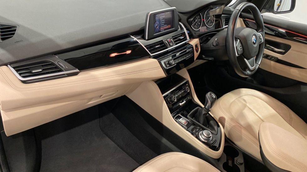 Image 12 - BMW 216d Luxury Active Tourer (DC65GBY)