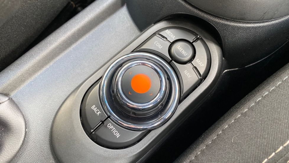 Image 19 - MINI Hatch (MW69OMX)