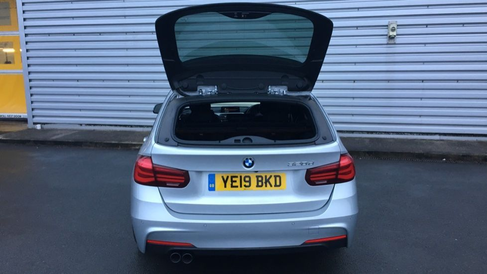 Image 26 - BMW 320d M Sport Shadow Edition Touring (YE19BKD)