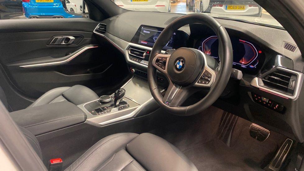 Image 5 - BMW 320i M Sport Saloon (YG20LFU)