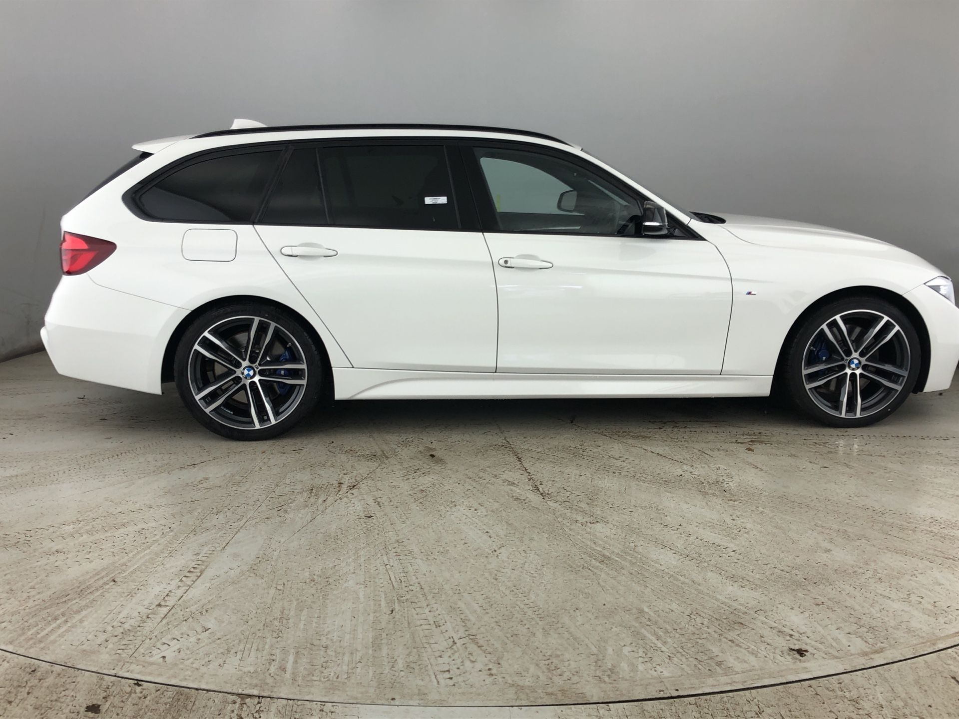 Image 3 - BMW 320d M Sport Shadow Edition Touring (YE19FXL)