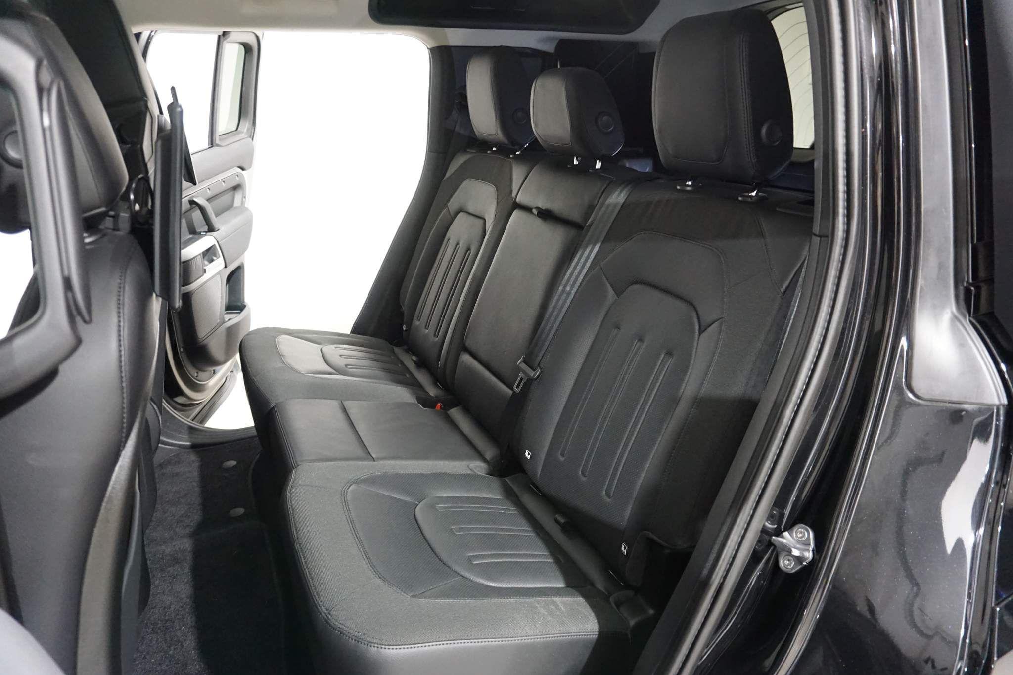 Land Rover Defender 110 2.0 SD4 SE Auto 4WD (s/s) 5dr