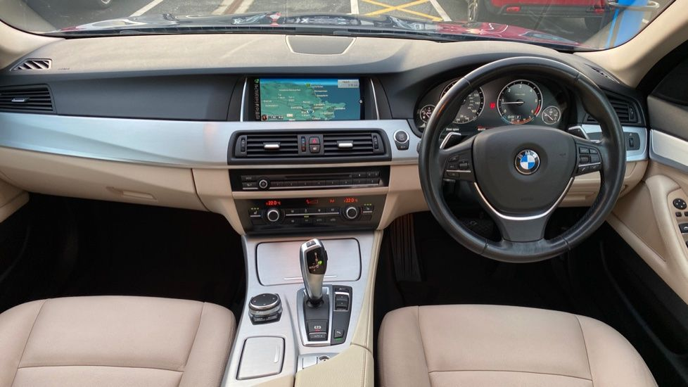 Image 4 - BMW 520d SE Touring (YF65WWD)