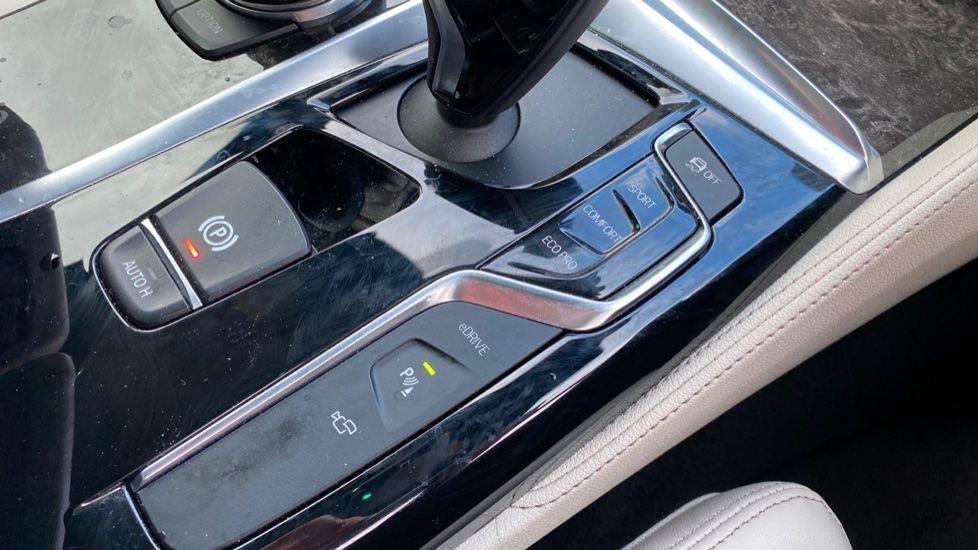 Image 20 - BMW 530e M Sport iPerformance Saloon (KE67DZL)