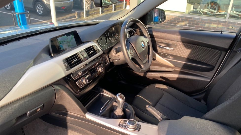 Image 6 - BMW 316d SE Touring (YA18UPK)
