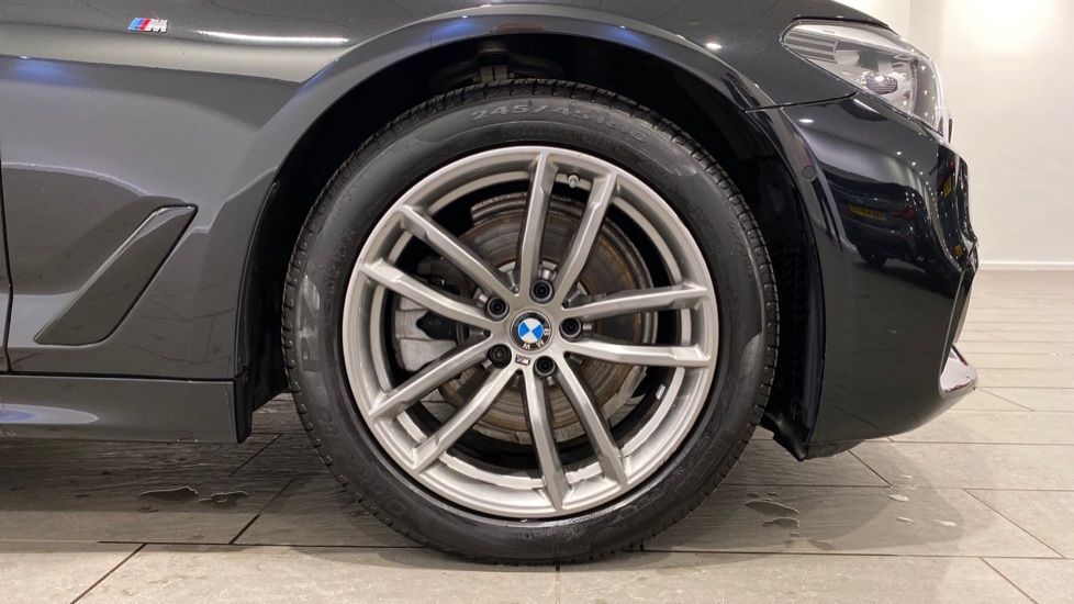 Image 14 - BMW 520d M Sport Saloon (YD69ACT)