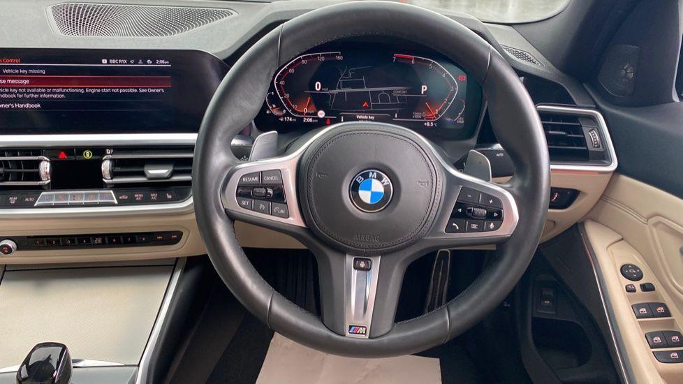 Image 8 - BMW 320i M Sport Saloon (LR19JPO)