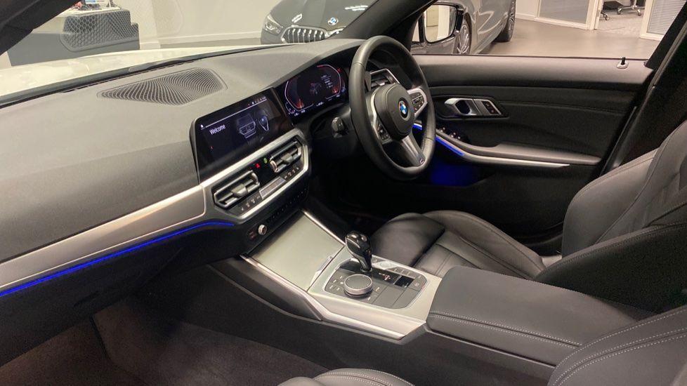 Image 6 - BMW 320i M Sport Saloon (PK20JWA)