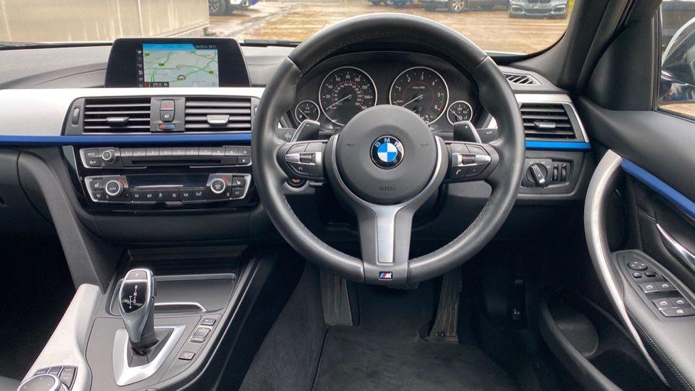 Image 8 - BMW 330d M Sport Saloon (KM68CBY)