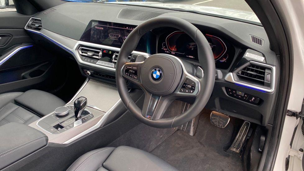 Image 5 - BMW 320i M Sport Touring (YG20JRO)