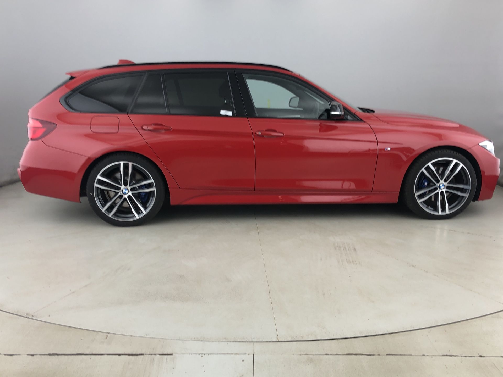 Image 3 - BMW 320d M Sport Shadow Edition Touring (YE19BYY)