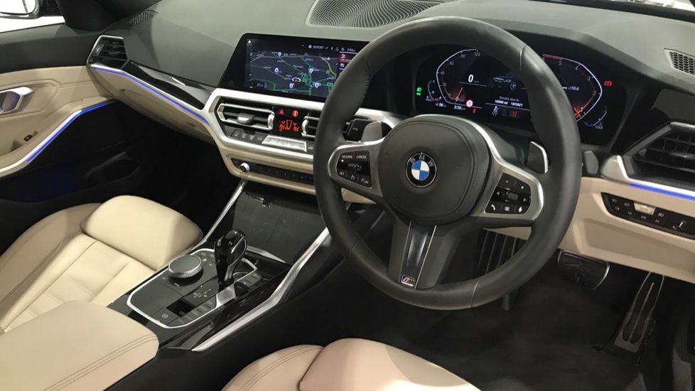 Image 4 - BMW 320d M Sport Touring (DF69NND)