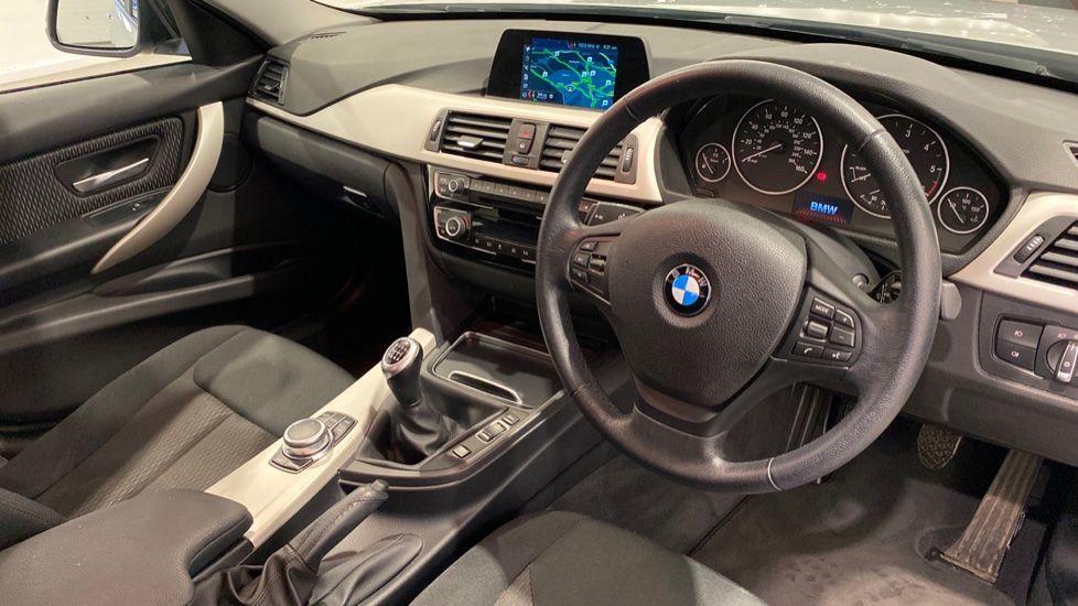 Image 4 - BMW 318d SE Saloon (YK68EZH)