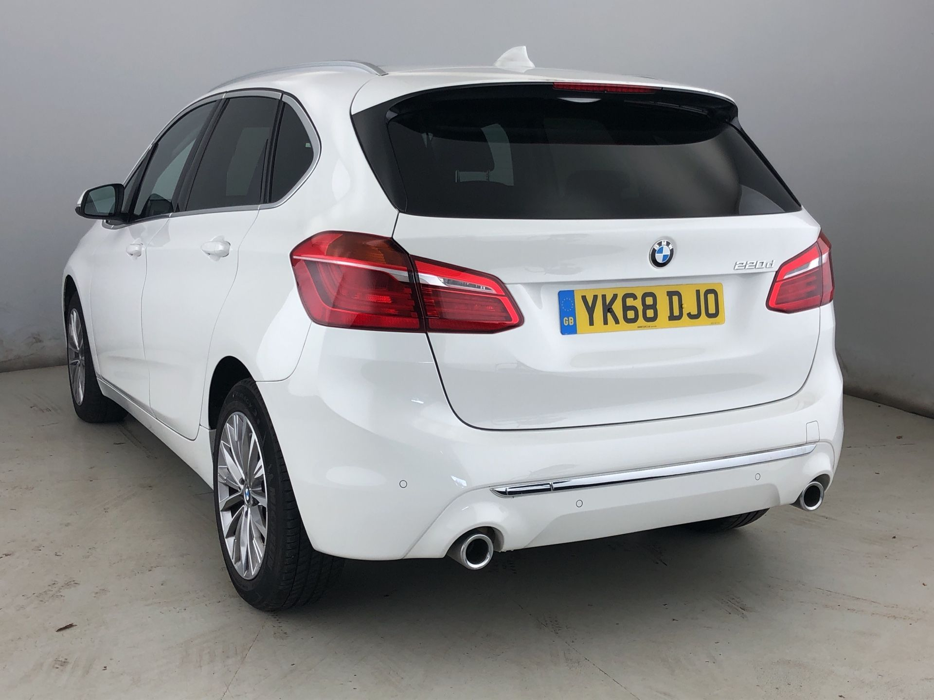 Image 2 - BMW 220d Luxury Active Tourer (YK68DJO)