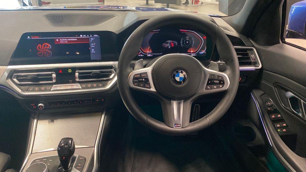 Image 8 - BMW 320i M Sport Saloon (YG20NWC)