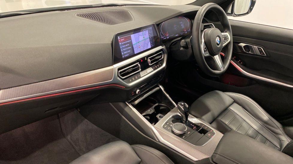 Image 11 - BMW 320i M Sport Touring (YG20DNX)