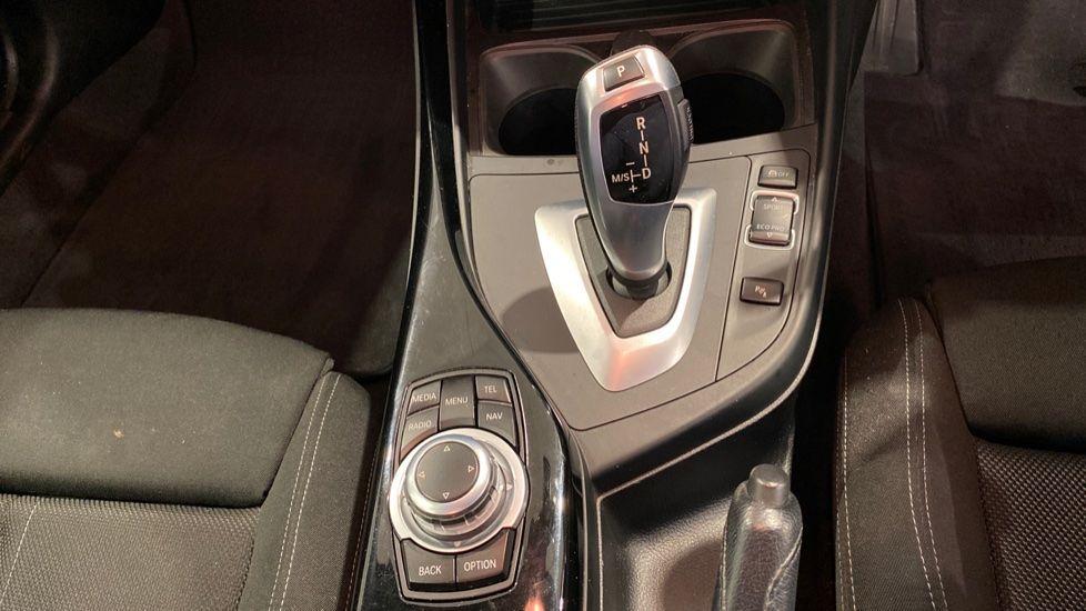 Image 6 - BMW 118i Sport 3-Door (LT17KBV)
