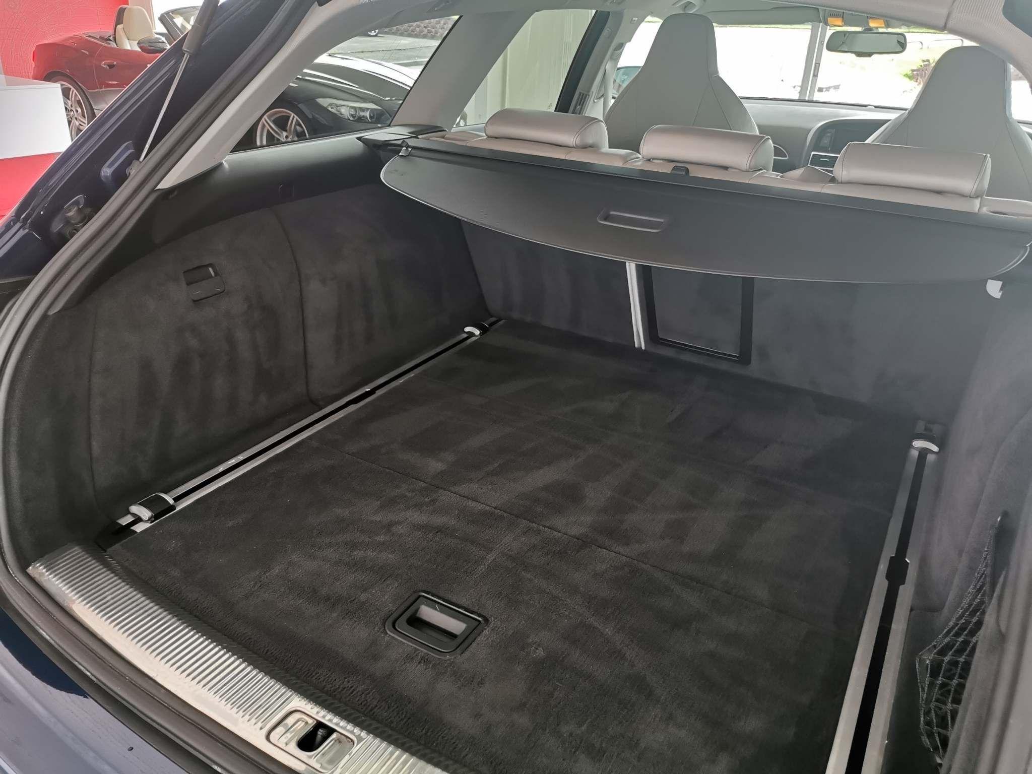 Audi RS6 Avant Images