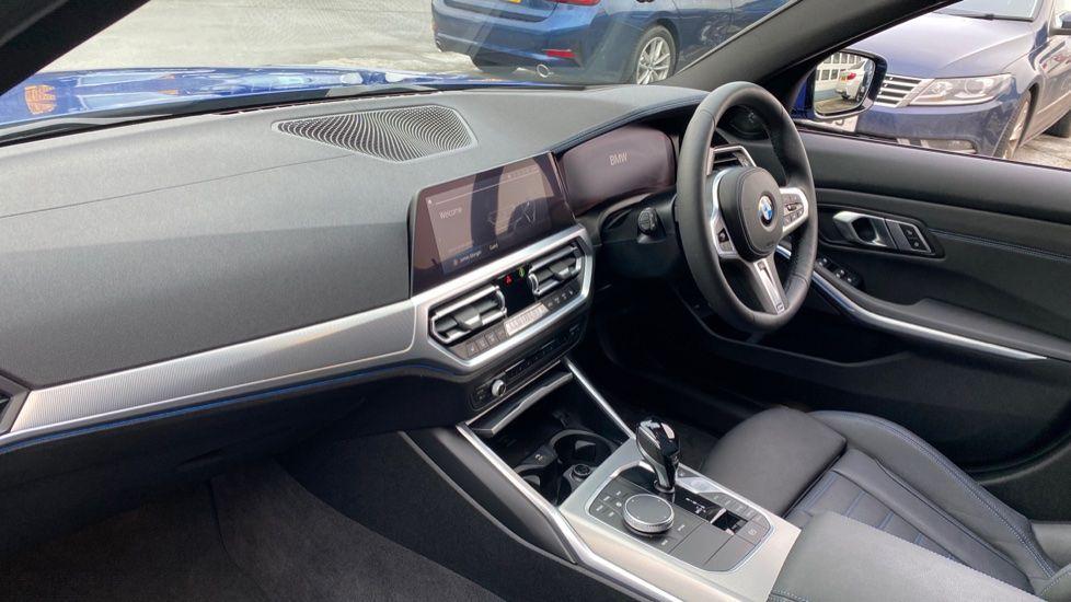 Image 7 - BMW 330e M Sport Touring (MA70HOH)