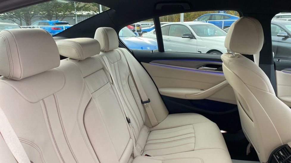 Image 12 - BMW 530d M Sport Saloon (CX20YMU)