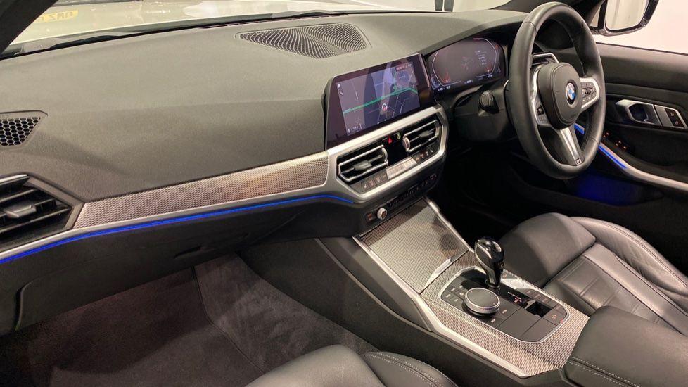 Image 11 - BMW 318d M Sport Saloon (YB69WNC)