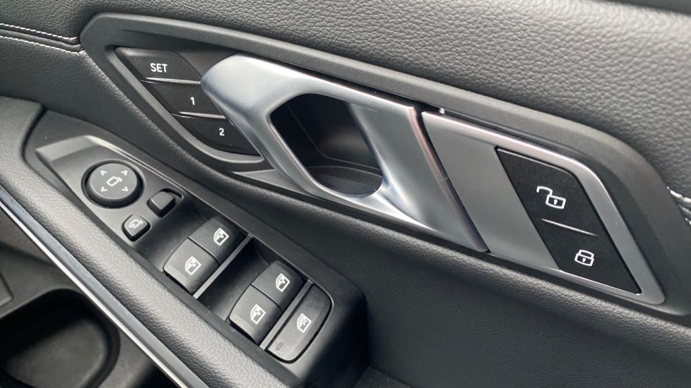 Image 19 - BMW 330d xDrive M Sport Touring (YB69FNC)