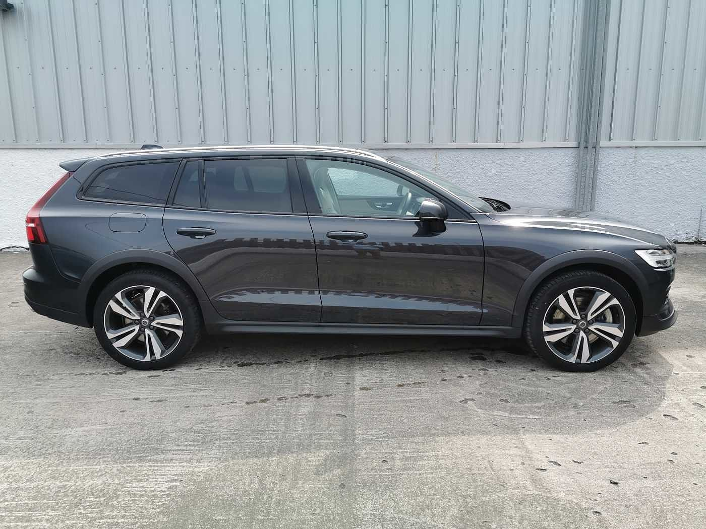 Volvo V60 Cross Country 2.0TD D4 (190bhp) AWD Cross Country s/s Estate