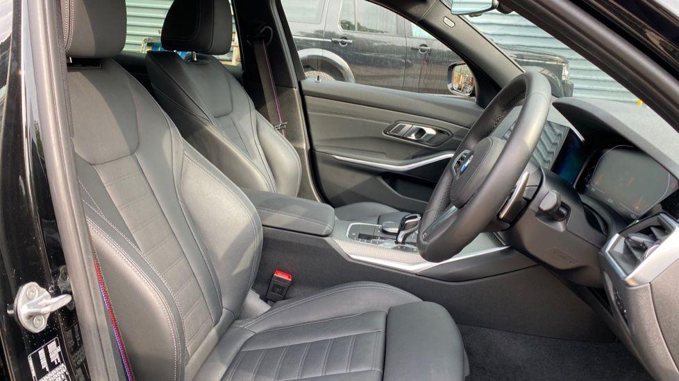 Image 11 - BMW 320i M Sport Saloon (YH20FLJ)