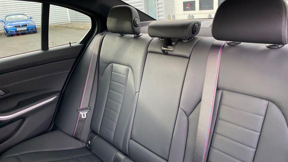 Image 12 - BMW 320d M Sport Saloon (YB69WNN)
