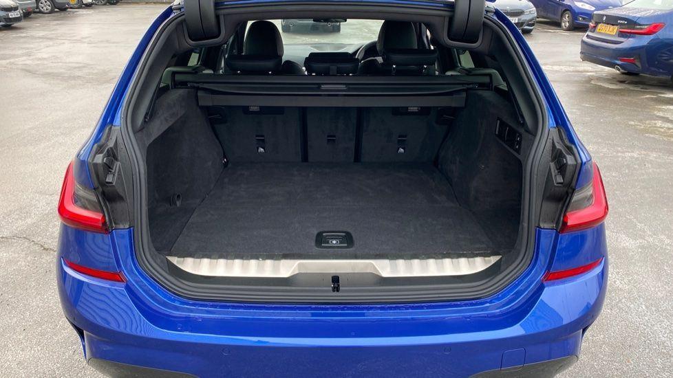 Image 13 - BMW 330e M Sport Touring (MA70HOH)