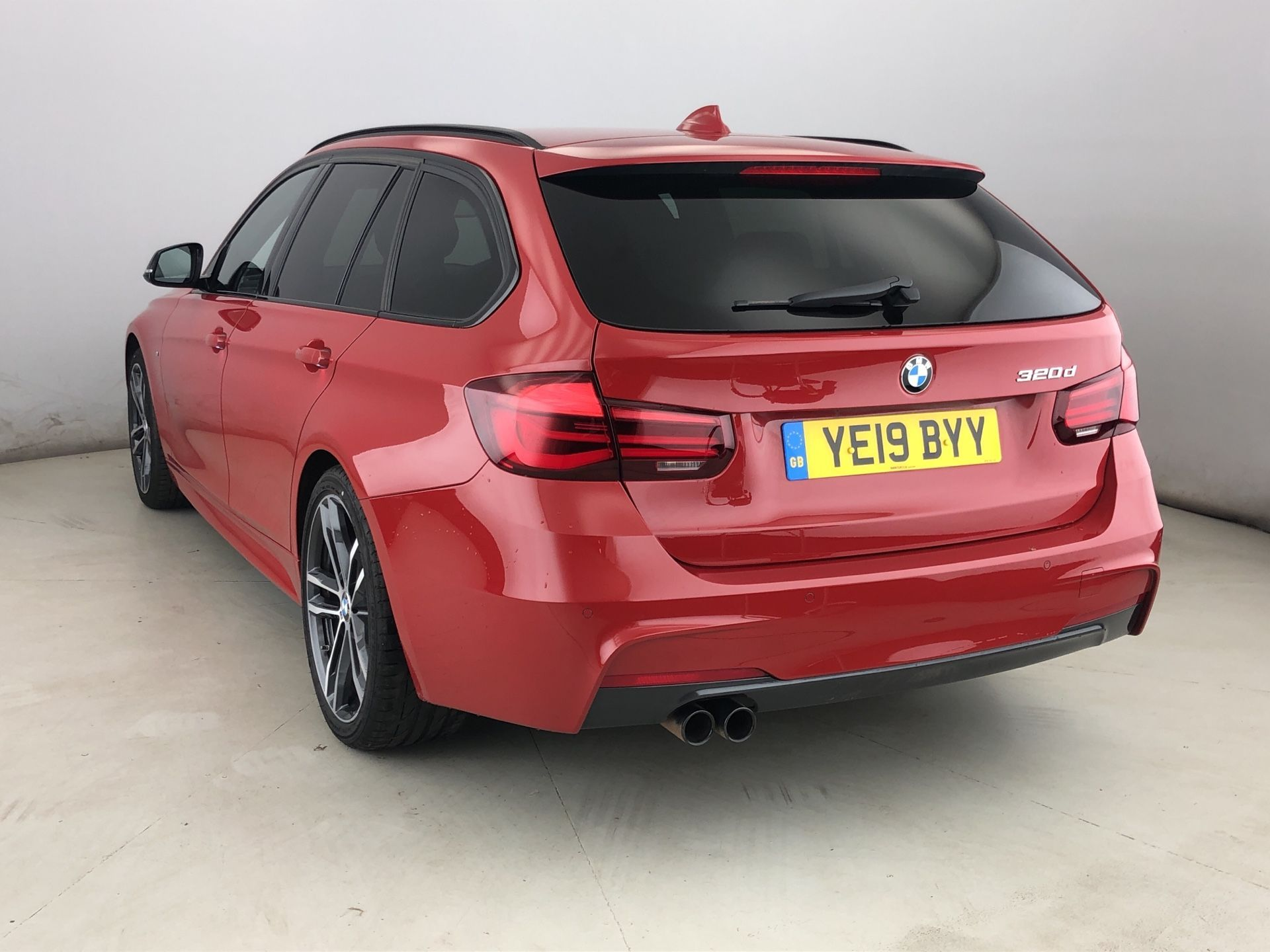 Image 2 - BMW 320d M Sport Shadow Edition Touring (YE19BYY)