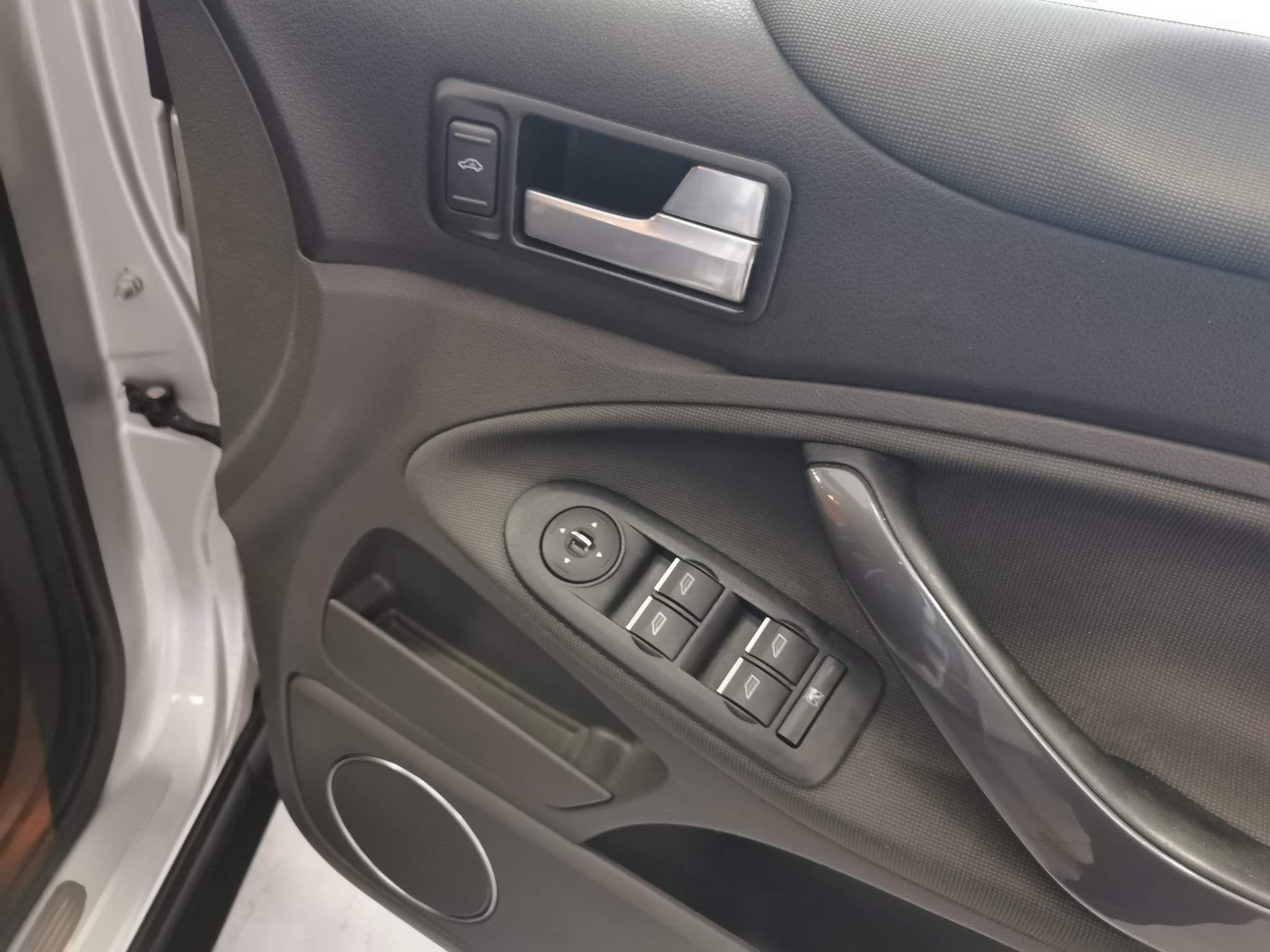 Ford Kuga Images