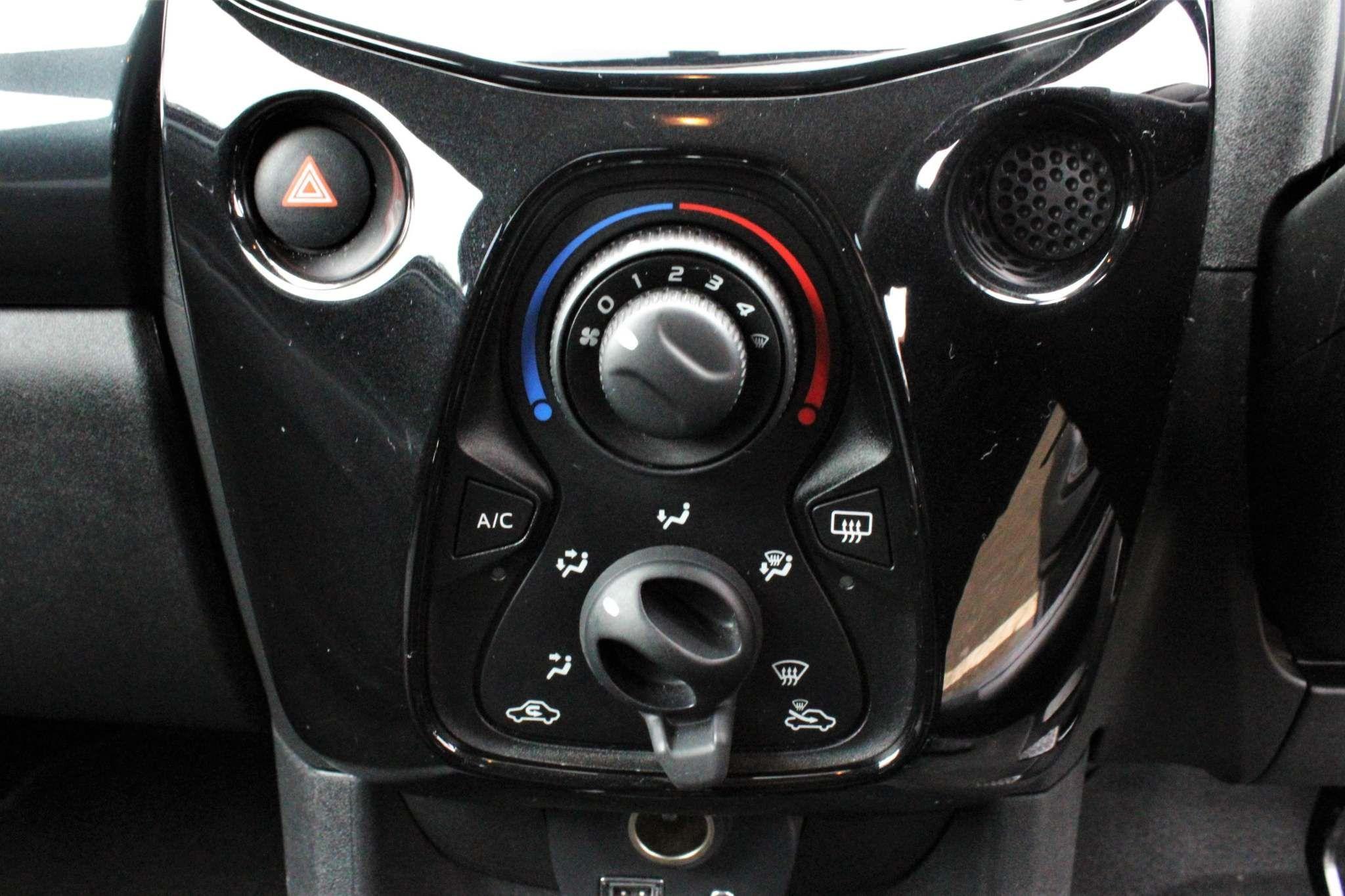 Toyota Aygo 1.0 VVT-i x-pression 5dr EU5
