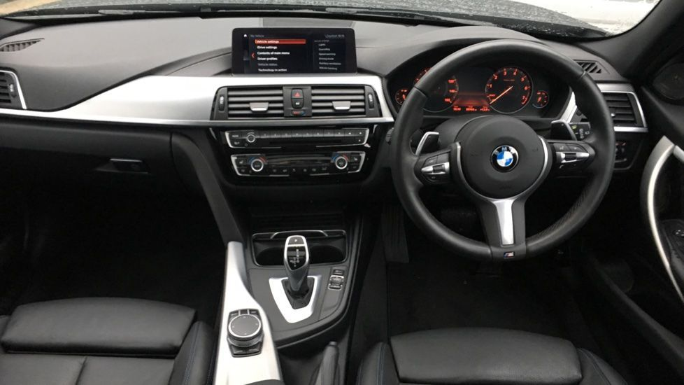 Image 11 - BMW 320i M Sport Shadow Edition Touring (YC19SNJ)